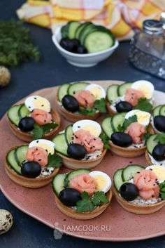 Party Finger Foods Party Snacks Appetizers For Party Appetizer Recipes Party Food Platters Plats Froids Food Garnishes Reception Food Tea Sandwiches Holiday Appetizers, Appetizer Recipes, Canapes Recipes, Thanksgiving Appetizers, Good Food, Yummy Food, Food Garnishes, Food Decoration, Food Platters