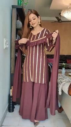 Party Wear Indian Dresses, Designer Party Wear Dresses, Pakistani Dresses Casual, Kurti Designs Party Wear, Indian Fashion Dresses, Pakistani Dress Design, Indian Designer Outfits, Dress Indian Style, Beautiful Dress Designs