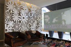 Ambientes, arquitetura, arte, Athos Bulcão, Brasília, casa cor, cobogo, decoração, design, divisória, laca, madepar, mdf, mesa, multicolor, Oscar Nyemeir, painel acríllico, painel TS, painel vazado em MDF,