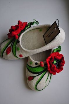 The most beautiful #ukrainian #poppy #felted slippers!