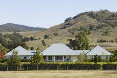 Landscape design by Gay Stanton. See ori… Modern Farmhouse Exterior, Farmhouse Plans, Farmhouse Style, Style At Home, Australian Country Houses, Australia House, Country Life, Country Homes, Country Living