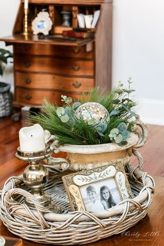 Winter Family Room – Our Southern Home – Creative Winter Decors Coffee Table Vignettes, Decorating Coffee Tables, Winter Home Decor, Winter House, Winter Coffee, Entry Tables, Tray Decor, Farmhouse Decor, Family Room