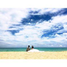 二人だけの思い出のビーチには、全米で1番美しいビーチに選ばれた、ワイマナロビーチがおすすめです♡  ウェディングフォトやビーチフォト、ロケーションフォト撮影もご相談ください。