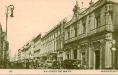 La Calle 5 de Mayo en el centro histórico de la Ciudad de México. Foto tomada probablemente a principios de los años 30 's.