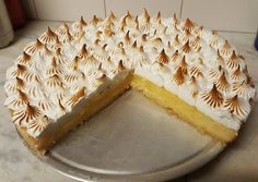 Lemon pie casero lemon cream pie a smooth and creamy pie with fresh lemon filling and whipped cream in a buttery graham cracker crust and sour cream Lemon Pie Receta, Green Curry Chicken, Red Wine Gravy, Lemon Cream Pies, Egg Pie, Onion Pie, Flaky Pastry, Mince Pies, Classic Desserts