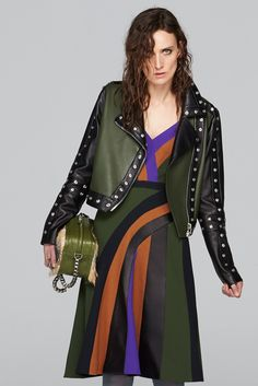 The complete Emanuel Ungaro Pre-Fall 2015 fashion show now on Vogue Runway.