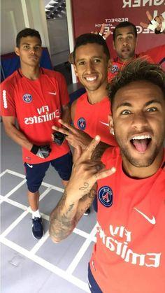 Neymar looks too sexy and hot! Neymar Jr, Football Is Life, Football Soccer, Soccer Ball, Soccer Teams, Soccer Pro, Football Players, Neymar Brazil, Brazil Team