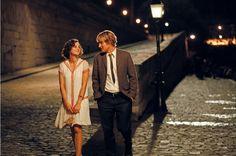 Passeie pelas ruas da capital francesa através de filmes inspiradores: Marion Cotlard e Owen Wilson em Meia Noite em Paris. #cinema #greygoosecinema