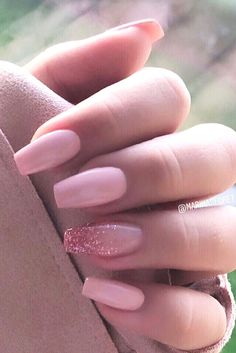 Nothing is more elegant than a hand with perfectly manicured and elegant nails. When you first meet a person, the hands are one of. Baby Pink Nails Acrylic, Pink Glitter Nails, Acrylic Nails Coffin Short, Silver Nails, Summer Acrylic Nails, Best Acrylic Nails, Pale Pink Nails, Coffin Nails Ombre, Silver Glitter Nails