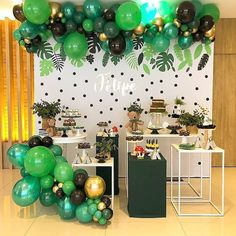 embroidering colorful balloons into luxurious art 3 Safari Birthday Cakes, Jungle Theme Birthday, Safari Theme Party, Wild One Birthday Party, Dinosaur Birthday Party, 1st Boy Birthday, Diy Birthday Decorations, Balloon Decorations, Baby Shower Decorations
