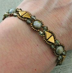 Linda's Crafty Inspirations: Bracelet of the Day: Camille Variation - Chalk Blue Luster