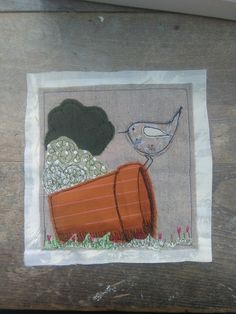 Perched pretty   Su Parkes Textiles Freehand Machine Embroidery, Free Motion Embroidery, Machine Embroidery Projects, Machine Applique, Embroidery Applique, Sewing Appliques, Applique Patterns, Quilt Patterns, Wrens