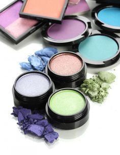 Learn the basics of applying eyeshadow and you can master any makeup technique! #makeup #eyes #eyeshadow