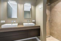 Badkamer van een woonhuis met rieten dak #architecture #interior #bathroom