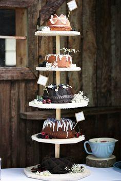 Es muss nicht immer eine klassische Hochzeitstorte sein - warum nicht ein Kuchenturm?