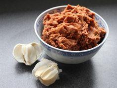 Nem og lækker linsespread, uden olie og med masser af smag! Grønne linser kan erstattes med andre bælgfrugter som feks. kidneybønner, røde linser eller kikærter :))