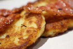 Mimmis klassiska potatisbullar med knaperstekt bacon och lingon -