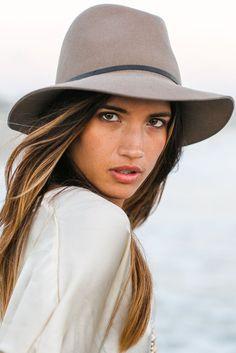 Janessa Leone Lola hat in sand || #soleilblue #hellofall