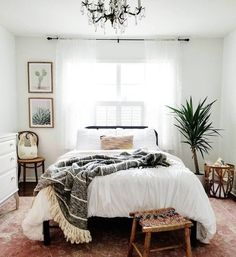 Minimalist Bohemian Bedroom / Boho Chic / Light and Airy Bedroom . - Minimalist Bohemian Bedroom / Boho Chic / Bright and Airy Bedroom - Home Decor Bedroom, Home Bedroom, Farm House Living Room, Bedroom Design, Bohemian Bedroom Decor, Simple Bedroom, Small Bedroom, Airy Bedroom, Bedroom Boho