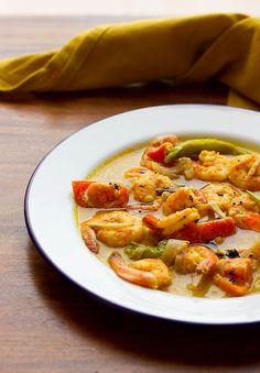 Easy Prawns Moilee recipe or Molly recipe with step by step photos. Prawns moilee is a curry made with coconut milk, spices and prawns. Egg Recipes, Fish Recipes, Indian Food Recipes, Ethnic Recipes, Mole Recipe, Indian Curry, Coriander Seeds, Saute Onions, Curry Leaves