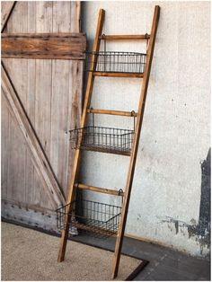 Prateleira de escada com cestas