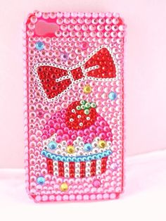 cupcake phone case might be what gets on my phone hahahaha
