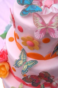 butterfly cake!! I think I'm going to start a mad birthday cake tradition from next year...