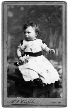 Child in mourning dress. Photo studio M.D. Wessels, Gouda