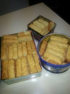 Eddie Smit - Karringmelk beskuit Maak nie saak of jy glad nie kan bak nie, hierdie resep kan nie flop nie. Bestanddele: 3 x bruis. Tart Recipes, Baking Recipes, Cookie Recipes, Dessert Recipes, Buttermilk Rusks, Kos, Rusk Recipe, Big Tasty, South African Recipes