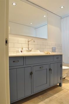 So fresh and so clean clean Contemporary Shower, Shower Units, Amazing Bathrooms, Master Bathrooms, Classic House, Kitchen Design, Sweet Home, New Homes, House Design