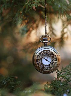 It's time by lieveheersbeestje on DeviantArt Watches Photography, Bokeh Photography, Creative Photography, Photography Ideas, Portrait Photography, Clock Wallpaper, Wallpaper App, Wallpapers, Chesire Cat