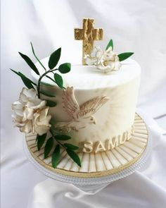 boyfriend cake, I chose simplicity with symbols of dove, green flower and cross with golden honesty. dove hand painted, modeling hydrangea flowers and cross filled with nut cream with rum and chocolate cream with strawberries Boy Communion Cake, First Holy Communion Cake, Baptism Party Decorations, First Communion Decorations, Funeral Cake, Comunion Cakes, Christening Cake Boy, Baptism Cakes, Cake For Boyfriend