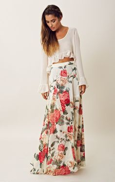 White floral maxi skirt with sweater. I'd wear a longer sweater. Maxi Skirt Outfits, Dress Skirt, Dress Up, Maxi Skirts, Maxis, Waist Skirt, Maxi Floral, Floral Skirts, Tee T Shirt