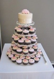 3 Advantages to a Cupcake Tower Wedding Cake