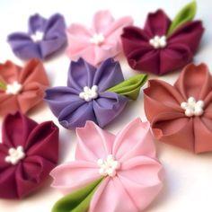 ちょこんと葉っぱの帯留め【桜】|ヘアアクセサリー|つまみ細工の鳥待月|ハンドメイド通販・販売のCreema