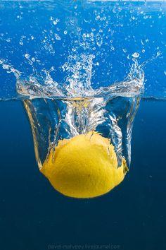 Blue and Yellow / Water Drops / Lemon Splash High Speed Photography, Motion Photography, Splash Photography, Fruit Photography, Underwater Photography, Still Life Photography, Macro Photography, Creative Photography, Amazing Photography