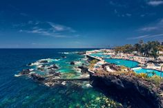 Where to Stay in Tenerife for your holidays? A selection of luxury resorts, all-inclusive, apartments, villas and budget-friendly/cheap hotels. Find the best resort according to your needs and expectations like hiking, beaches or honeymoon in Tenerife. All Inclusive Family Resorts, Best Resorts, Cheap Places To Travel, Top Travel Destinations, Budget Friendly Honeymoons, Cheap Beach Vacations, Canary Islands, Travel Around The World, Flora