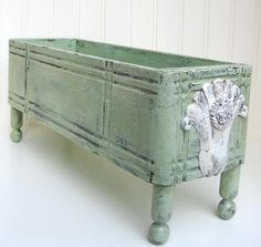 65 Ideas Sewing Machine Drawers Repurposed Signs For 2019 Green Drawers, Old Drawers, Sewing Machine Drawers, Old Sewing Machines, Grey Wood Furniture, Repurposed Furniture, Furniture Projects, Diy Furniture, Diy Projects