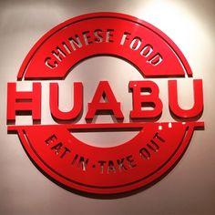 Pour le déjeuner, on vous recommande vivement @huabuchinese, la nouvelle cantine de street food chinoise, tout pareil qu'à New York #Huabu #cheek #cheekmagazine