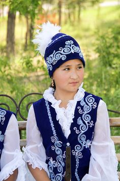 Discover the Burana Tower and its stuning surroundings. Plus video with Kyrgyz guitar players at the end!