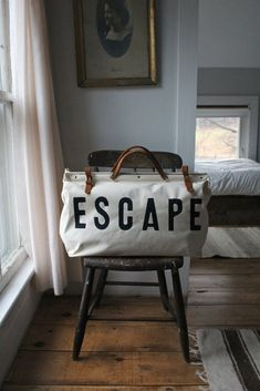 The ESCAPE Canvas Utility bag by Forestbound - now available! A number of years ago we found an incredible vintage canvas bag at . How To Have Style, Style Me, Sac Michael Kors, Sac Week End, Shopper, Robins, Travel Bags, Fashion Bags, Mens Fashion