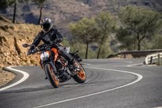 New KTM Duke 390 to Reach Indian Outlets by February Priced Higher Than Outgoing Model Ktm Duke, American Motorcycles, Cool Motorcycles, New Ktm, Ktm Rc, Motorcycle Manufacturers, Bmw S, Price Sticker, Touring Bike