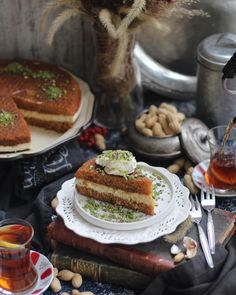 """Günaydınlarrrr🙏 Eşim inanılmaz sever ekmek kadayıfını. Ama burada  hazır ekmek kadayıfı hamuru bulmak imkansız.  Ne zaman kendisine """" acaba… French Toast, Breakfast, Food, Morning Coffee, Essen, Meals, Yemek, Eten"""