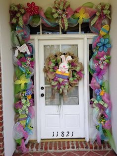 100 Dollar Store Easter Decorations that are simply Egg-cellent - Hike n Dip Make your Easter Decorations with dollar store items and save your hard-earned money. Here are 100 easy Dollar Store Easter Decorations that you'll LOVE. Easter Garland, Easter Tree, Easter Wreaths, Easter Peeps, Easter Party, Easter Bunny, Deco Mesh Garland, Diy Easter Decorations, Easter Centerpiece