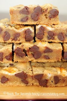 Fluffernutter Chocolate Chip Bars - Gooey, chewy, and a new family favorite! #dessert #blondies #peanutbutter