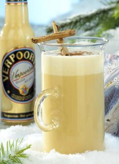 Weihnachtspunsch Christmas punch – cocktails and long drinks with eggnog Drinks Alcoholicas, Party Drinks Alcohol, Drinks Alcohol Recipes, Non Alcoholic Drinks, Cocktail Drinks, Eggnog Drinks, Beverages, Winter Cocktails, Christmas Cocktails