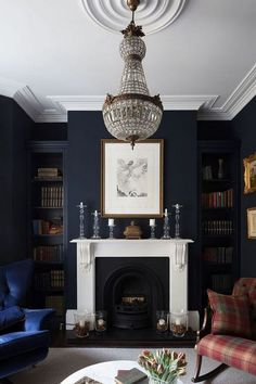 Dark colors are taken into consideration gloomy as well as not very emotional. Yet these dark living-room layouts are fashionable, stylish as well as relaxing. Dark rooms can be carried out in almost any kind of style: elegant art-deco, calm Scandinavian, Dark Living Rooms, Home And Living, Dark Rooms, Small Living, Blue Feature Wall Living Room, Cozy Living, Dark Grey Carpet Living Room, Art For Living Room, Living Room Decor Ideas With Fireplace