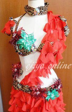 クリスマスベリー衣装! ハロウィン飛び越えて既にクリスマスですw とにかく軽くそしてヒラヒラに。スカートは裾が広がるように取りました。 でも生地の分... Christmas, Fashion, Xmas, Moda, Fashion Styles, Weihnachten, Yule, Jul, Noel