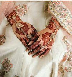 Diy Tattoo, Mehndi Tattoo, Henna Mehndi, Mehendi, Simple Mehndi Designs Images, Latest Mehndi Designs, Henna Designs, Henna Color, Mehndi Ceremony