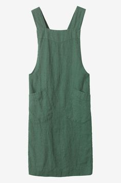 Apron in good quality, slubby, robust washed linen from the Baltic. Two, wide straps cross over at the back. Two patch pockets. Linen Dress Pattern, Dress Patterns, Simple Outfits, Pretty Outfits, Japanese Apron, Linen Apron, Apron Diy, Mode Jeans, Apron Dress